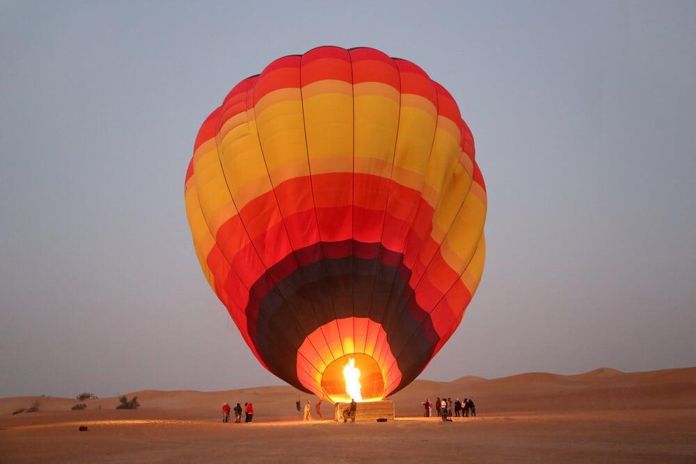 outdoor activities in dubai Hot-air Ballooning
